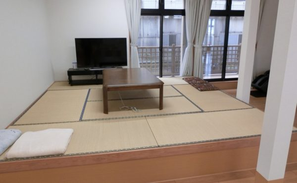 1階和室仕様の談話コーナー リビングの一部はくつろぎの和室仕様の畳スペースが設けられています。