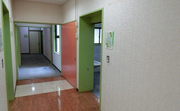 広い廊下 綺麗な施設内で廊下も広く、移動がスムーズに行うことが出来ます。(ベストライフ御殿場)