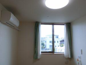 エアコン・カーテン・照明が備え付けです