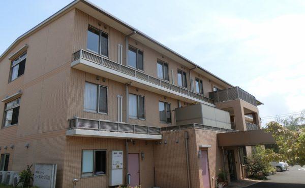 静岡県沼津市の住宅型有料老人ホーム「ロータスケア岡宮」は要介護の方も安心な介護士の丁寧なサポート、リハビリの活用、医療体制のバックアップが充実した施設です。
