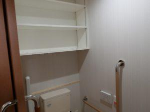 トイレ内の収納棚 トイレにはトイレットペーパー等の備品を収納する棚が備え付けられています。(ミモザ熱海湯庵)