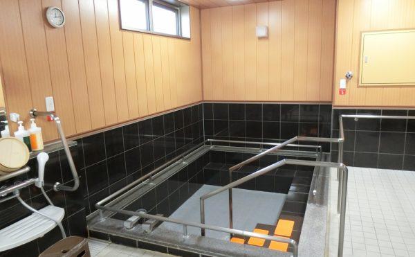温泉を楽しめる浴室 熱海ならではの温泉が楽しめます。広くて清潔感のある浴室が快適です。(ミモザ熱海湯庵)