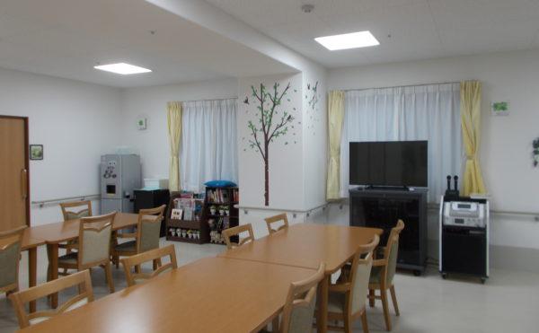 食堂② 食堂にはカラオケもあります。入居者がでカラオケで楽しく過ごす事が出来ます。 (ココファン静岡大和)