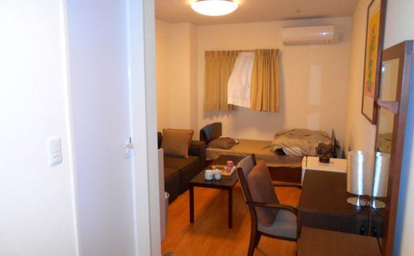 ゲストルーム ゲストルームはホテル並みの設備が整っていて、宿泊者をもてなします。(介護付有料老人ホームリフレア上土)