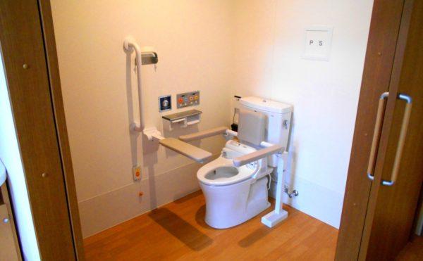 居室内トイレ 居室には一体スペースとして清潔に保たれたトイレが設置されています。(介護付有料老人ホームリフレア上土)