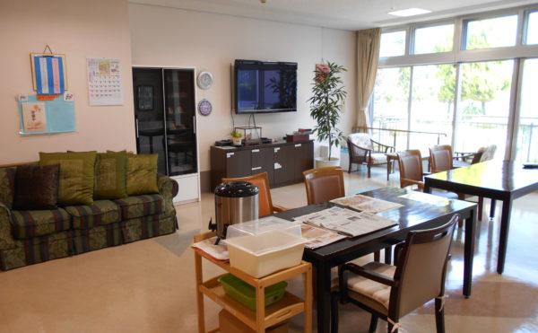 静岡市駿河区の介護付き有料老人ホーム ウェル静岡は東名静岡インターから車で3分、JR静岡駅からも車で10分と交通の便に恵まれているので、ご家族が足を運ぶ際も大変便利です。