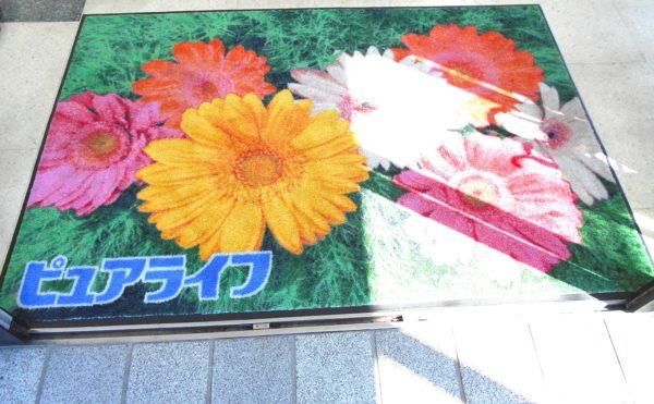 施設の至る所にお花 玄関スペースにもロビースペースにもお花が心を癒してくれます。(ピュアライフ中田本町)
