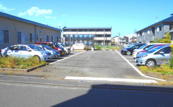 駐車スペース 効率よく配置されている駐車場スペースは沢山の車が駐車可能です。(ピュアライフ中田本町)