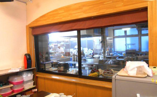 調理室厨房 料亭で長年修行してきた板前が調理をしていきます。(介護付き有料老人ホーム 庵原屋日和館)