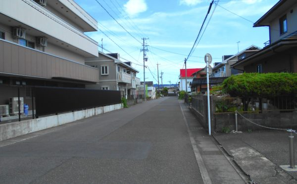 施設前道路① (介護付有料老人ホームリフレア上土)