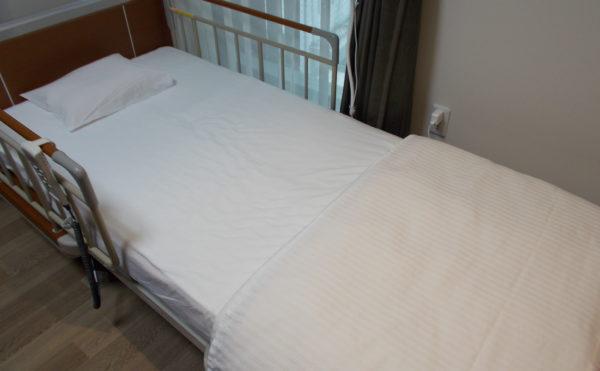 ベッド 機械式のベッドで安心して毎日を過ごす事が出来ます。(介護付有料老人ホーム リヤンドファミーユ)