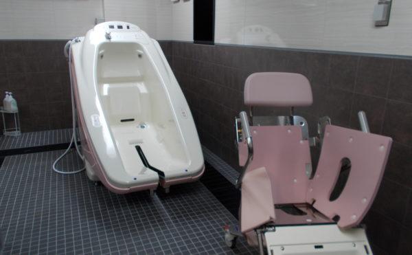 機械浴 介護状態に合わせて入浴できるように機械浴をご用意しています。(介護付有料老人ホーム リヤンドファミーユ))