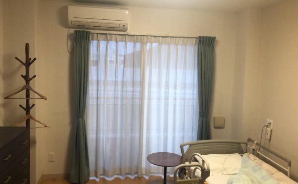 大きな窓 足元まである明るくおおきな窓で、居室を開放的な空間を演出しています。(介護付有料老人ホーム まはえ)
