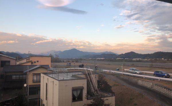 居室からの眺め 近くには河川が流れていて、その向こうに富士山が見える部屋が有ります。。居室からの眺めが良いです。(介護付有料老人ホーム まはえ)