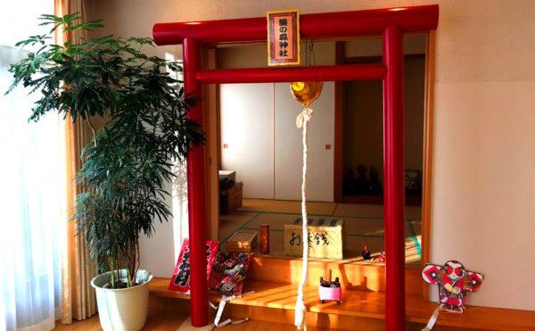 お正月限定! 葵の森神社を演出し鳥居やおみくじ・賽銭コーナーも設けています。(グランフォレストしずおか葵の森)