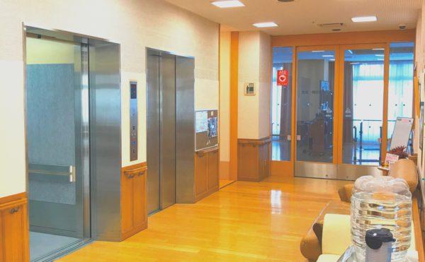 広々としたエレベーターが2機 施設内に利用できる大容量のエレベーターが完備 (グランフォレストしずおか葵の森)