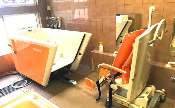 機械浴室 介護状態に合わせて、機械式の浴槽をご利用いただくことが出来ます。(ピュアライフ中田本町)