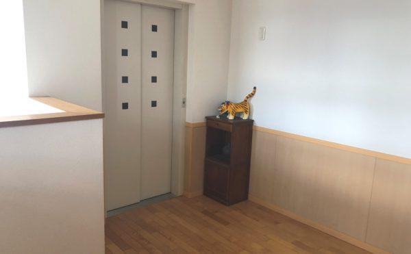 エレベーター  1階と2階を繋ぐエレベーターが設置されて、安心して移動する事が出来ます。(グループホーム瀬名川)