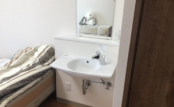 居室内の洗面所。