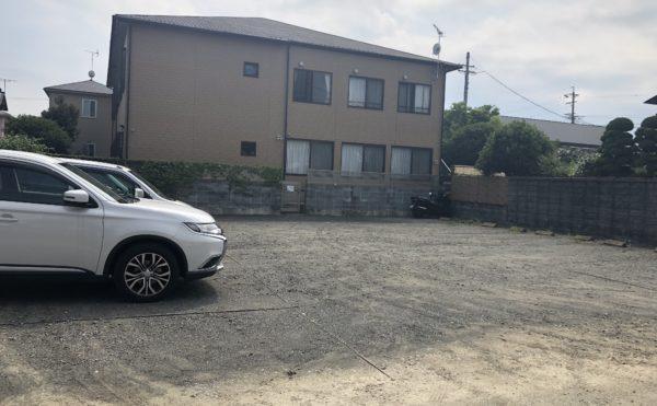 駐車場 大きな駐車場で両側に機能的に駐車できるように配置されています。(グループホームケアクオリティ和音)