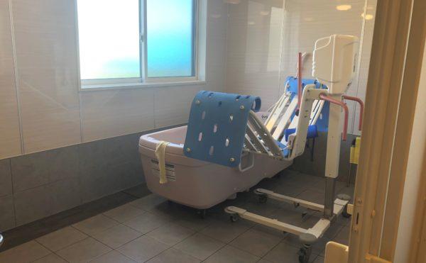 機械浴 介護状態に合わせて入浴できるように機械浴をご用意しており、安心して入浴する事が出来ます。(ハート・にしくぼ)