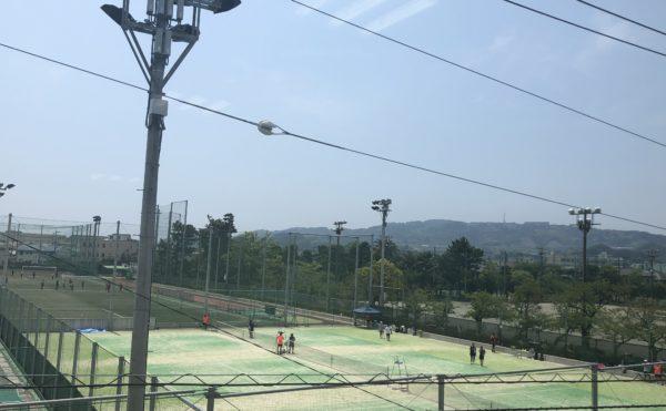 リビングからの眺め 近隣の高校のグラウンドがあり、練習風景などを望むことが出来ます。(アレンジメントケア桜ヶ丘)