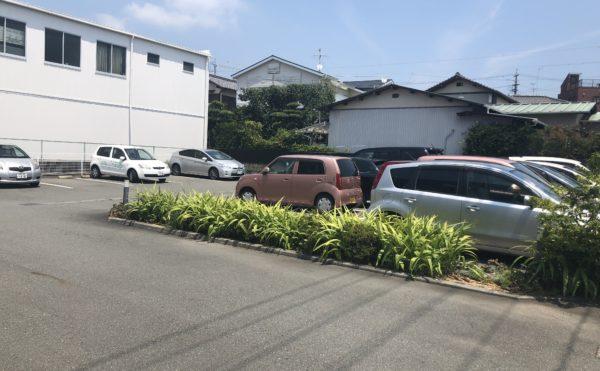 広々とした駐車場 沢山の来客や訪問に対応出来る様に駐車場を確保しています。(アレンジメントケア桜ヶ丘)