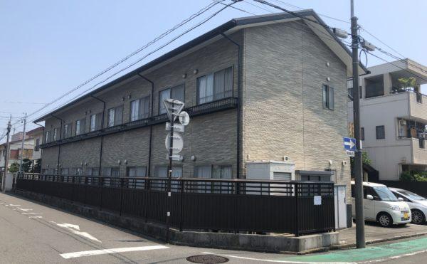 外観③ 大きな窓が配置されて施設建物は街に調和した落ち着いたデザインです。(グループホームケアクオリティ ゆとりあ)