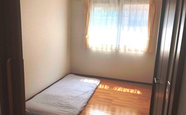 居室① 大きな窓が設置されていて開放的な空間で毎日を穏やかに快適に過ごすことが出来ます。(ケアクオリティアンダンテ)