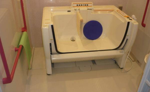 介護浴槽もあり、介護が必要な方にもご入浴いただけます。
