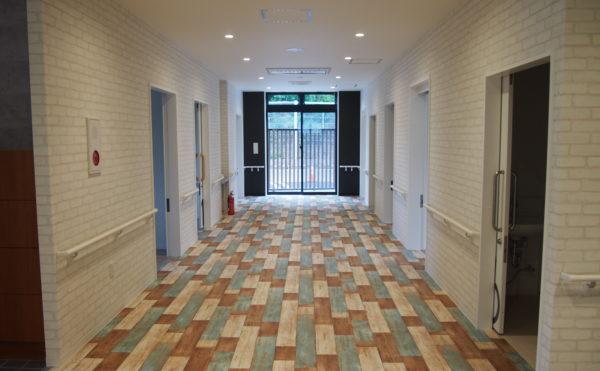 お洒落なデザインのクッション材を用いた床