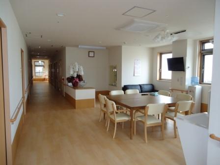静岡県浜松市の住宅型有料老人ホーム フローレンスときわは2020年オープンの新しい施設で遠州病院が徒歩2分のところにあり緊急時でも素早い対応が可能な施設です。