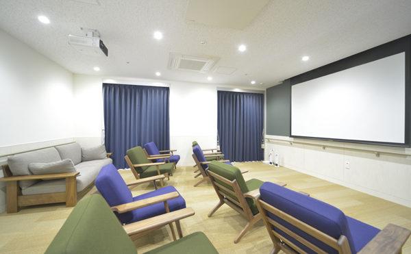 シアタールーム 10人以上で同時に見られる大空間のシアタールームになります。(シャトー高丘 サービス付き高齢者向け住宅)