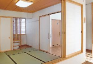 畳コーナー 居間スペースの一角には畳コーナーがあり、ゆったりとくつろげる空間となっています。(グループホームきらら浜松)