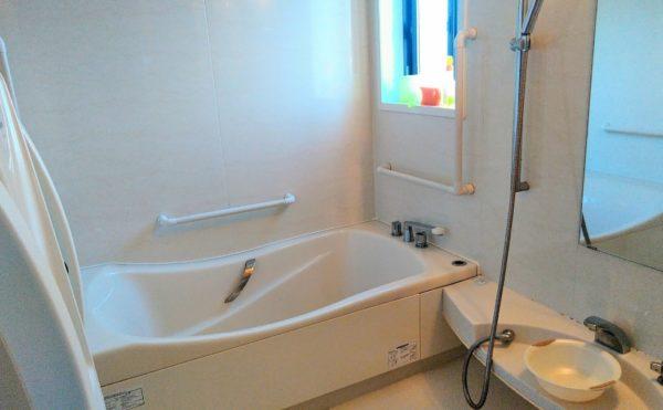 浴室 清潔感のある浴室は手すりなどが適所に配置され、安心して利用する事が出来ます。(グランマ「ハノン」&「カノン」)