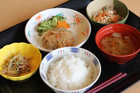 食事① 毎日の健康に配慮された食事の一例です。(グループホームハイジの家)