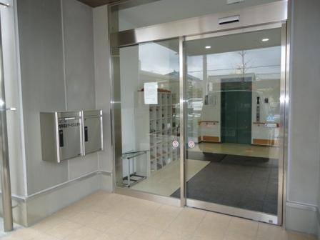 エントランス 清潔感と開放感があり、エントランスホールで訪れた方を穏やかに迎えます。(杏林福祉サービスときわ)