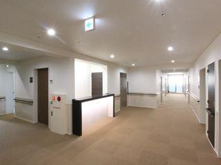 明るく広い共用スペース カーペット仕上げのホテルのような高級感のある広い共用スペース(ココファミリア沼津)