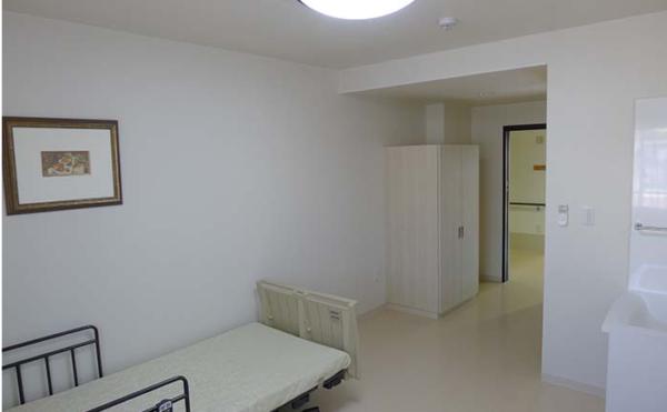 居室 ホワイトナチュラル色の内装インテリアが清潔感を与え、毎日快適に過ごす事が出来ます。(アイケア おおるり天竜川駅前)