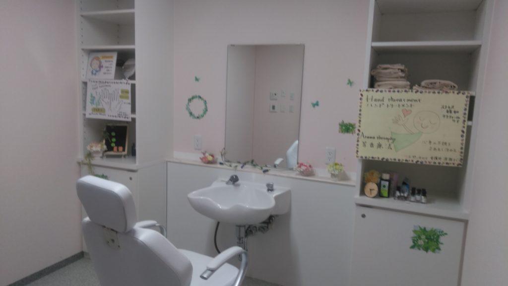 浜松生楽館には理髪店があり、身だしなみにも気を配り、心から安らげる老人ホームとして生活いただけるよう心がけています。