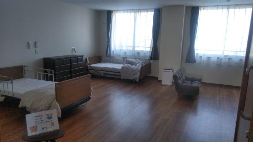 浜松生楽館はご夫婦でご利用ができるお部屋がございます。とても広いためお二人入られても狭く感じないスペースとなっております。