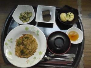 ベストライフ御殿場で提供されるお昼ごはん。郷土料理の日には各地の料理を旅行気分で楽しんでもらえ、大変好評です。