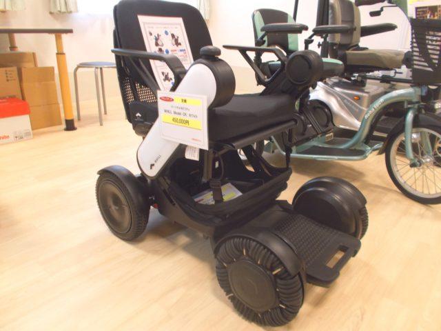 最新の電動車イスは小回りが利き、操作も簡単です。