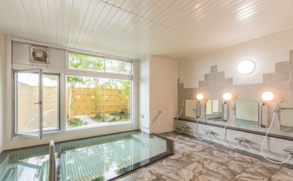 準天然温泉の大浴場では、温泉をお楽しみいただけます。