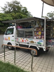 静岡の移動スーパーとくし丸は高齢者のお買い物を解決!