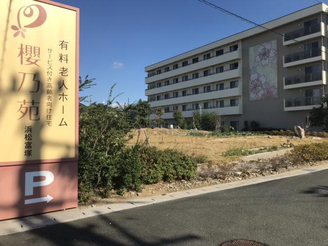 浜松市中区の住宅型有料老人ホーム 櫻乃苑浜松富塚はケアマネジャーさんが入居者お一人おひとりのケアプランを作成し、医療の必要な入居者には主治医との連携による訪問診療・外来往診にも対応でき、介護職員がケアプランに添った安心・安全・快適なサービスを提供しています。