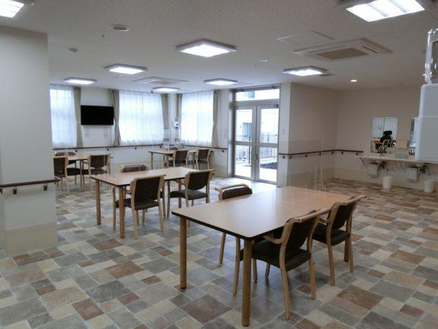 1Fにある食堂は広いスぺースがとられゆっくりと食事がたのしめます。(ル・グランガーデン長泉)