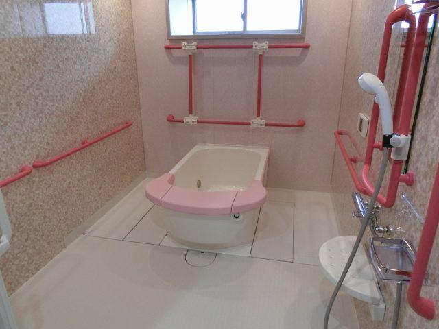 浴室は4か所あり、は一般浴は2つです。(ル・グランガーデン長泉)