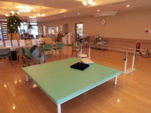 リハビリ訓練スペースの大空間では個人個人にあったメニューでトレーニングができます。(ツクイ・サンシャイン富士)