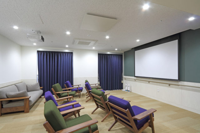 シアタールームも完備されておりリラックスした雰囲気の中、映画なども楽しめます。(シャトー高岡)